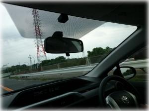 高速道路走行中のアクア