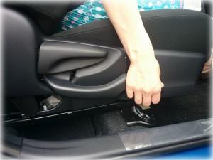 アクアの運転席を下げる