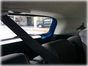 アクア後部座席のシートベルト